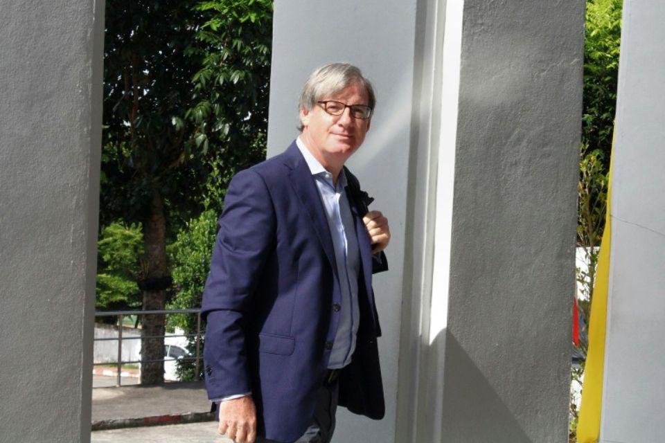 1048959-le-journaliste-de-la-bbc-jonathan-head-arrive-au-tribunal-de-phuket-pour-un-proces-en-diffamation-at.jpg.5bb991557506f5b0d7e9ebc15ef35a77.jpg