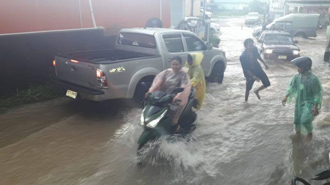 innondations-koh-samui-decembre-2017-678x381.jpg.9ed2839b7a64e66757fe86002d0fab49.jpg