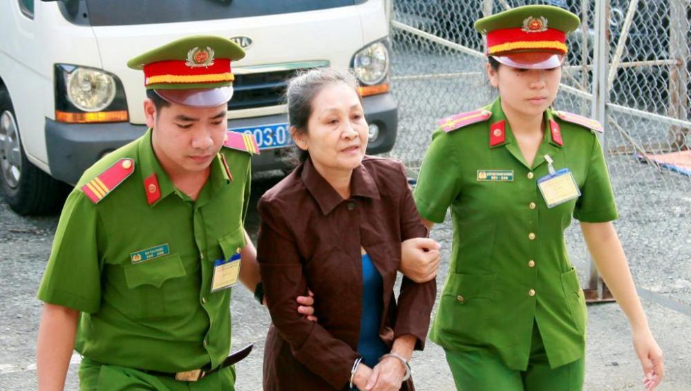 militante_anti-communiste_angel_phan_vietnam_arrestation_policiers_0.thumb.jpg.3ba0f8e7417430fb7bc4d4efea08380e.jpg