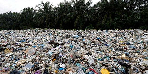 file-photo-plastic-waste-is-piled-outside-an-illegal-recycling-factory-in-jenjarom-kuala-langat.jpg.d51bb4d7a7360bc34f3d0ef22537b33e.jpg