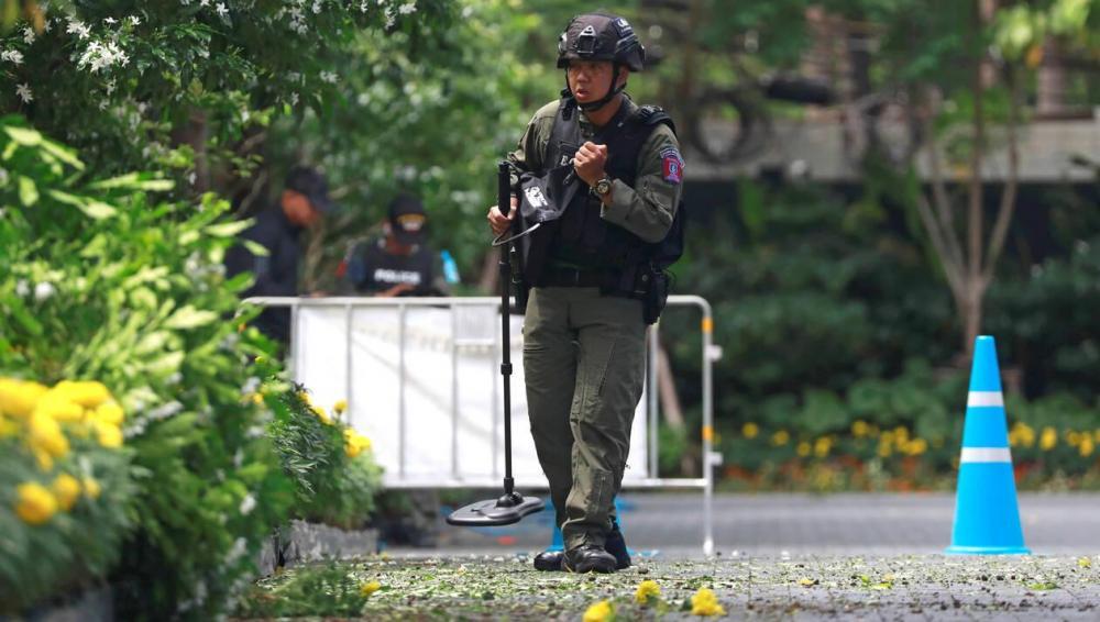 2ec8b400cc57d80a145a8e14465f52a5-thailande-deux-femmes-blessees-dans-trois-explosions-bangkok.thumb.jpg.b63c69df324cb77a019449473991bf7a.jpg