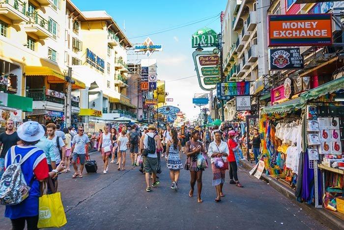 street-khao-san-road-bangkok.jpg.c72016773767cef4db6862c71889b011.jpg.bb30ec817100500693093f4b653aa46e.jpg