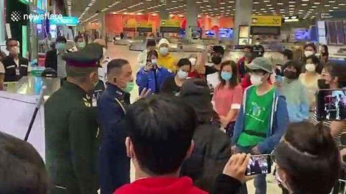 1305957687-Chaos-at-Bangkok-airport-as-returning-Thailand-residents.jpg.3d8ca544a3d367aae00838273ef88139.jpg