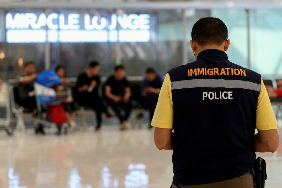 immigration.jpeg.fe99390f47d5223b8d97bf46008c33a4.jpeg.cfd34d1dfd3431ab74b59a541ad15060.jpeg